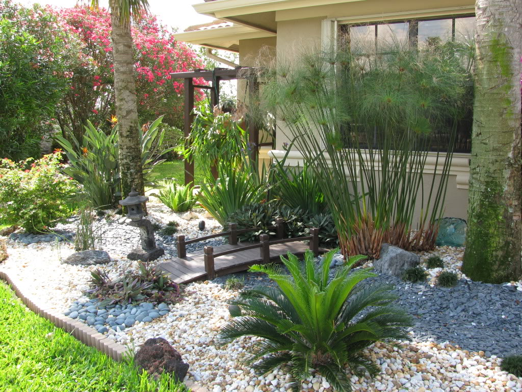 Small front yard landscape design Florida landscape design ideas